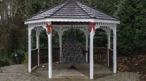 Fifthroom.com's gazebo decked out for the holidays.