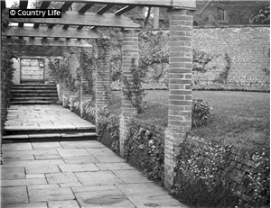 Deanery Garden designed by Jekkyl. Photo credit: This Old Home