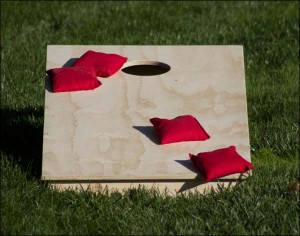 Fifthroom.com's Cornhole Game.