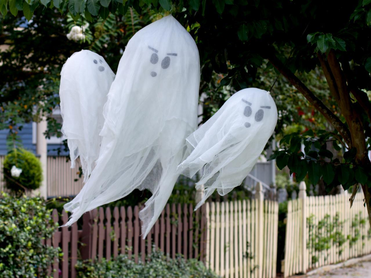 ghosts - Outdoor Halloween Decor