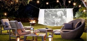 Summer_bliss_-backyard_outdoor_cinema_via_My_Cosy_Retreat1-700x329