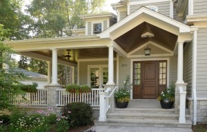Traditional-Front-Porch-Hanging-Light